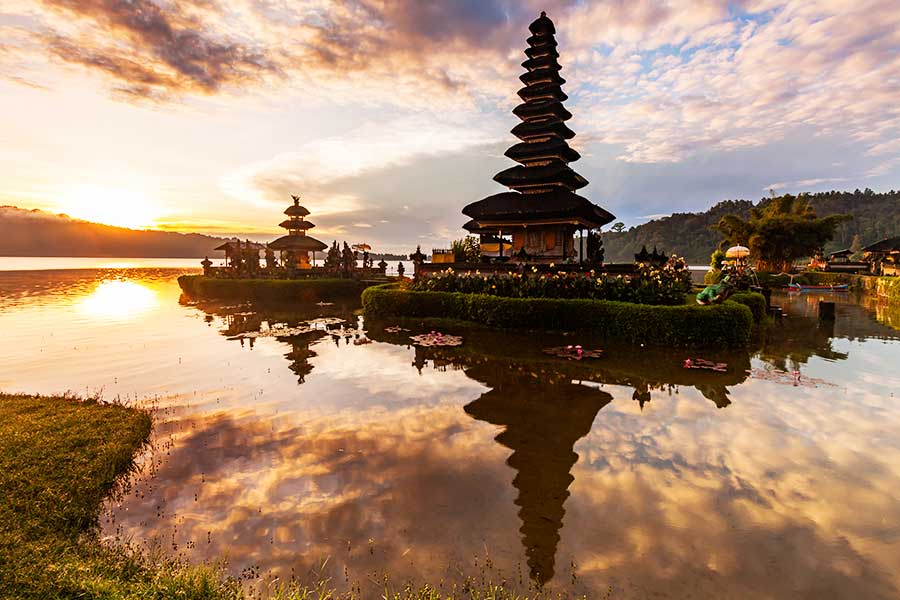 How to see the most scenic Bali locations?
