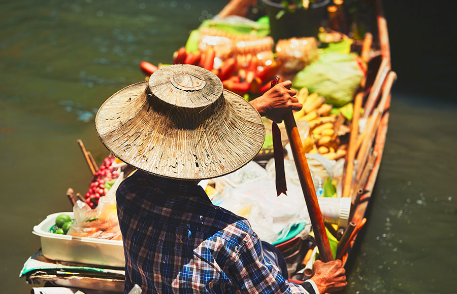 What do you do at Damnoen Saduak floating market?