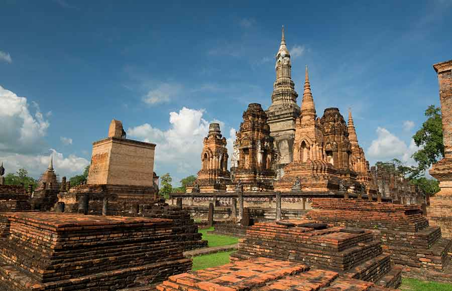 From Bangkok to visit the historical sites of Sukhothai