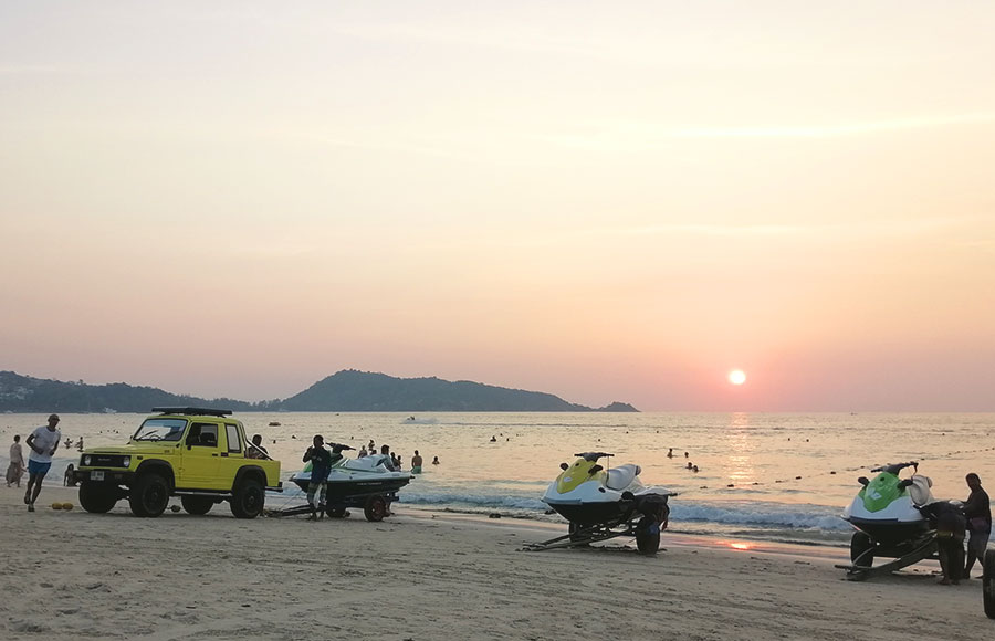 Phuket-vs-Krabi. Water sport activities in Phuket, Patong.