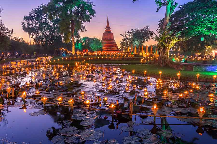 A weekend at Sukhothai Thailand. Co lamplighter Loy Kratong festival